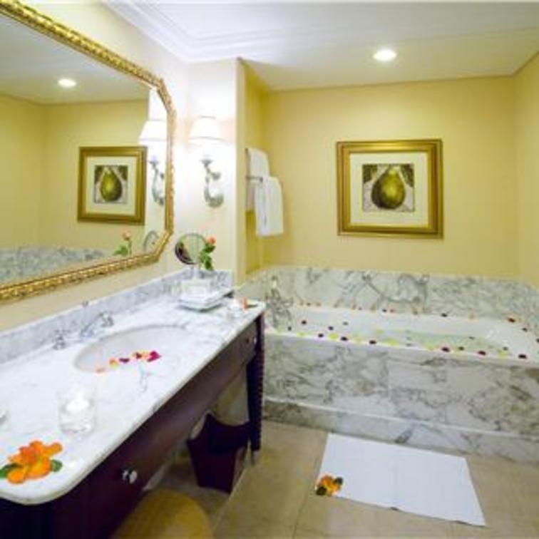 Superior Luxury Room1